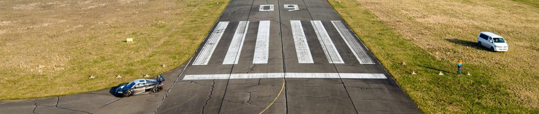 runway-1227526_1920